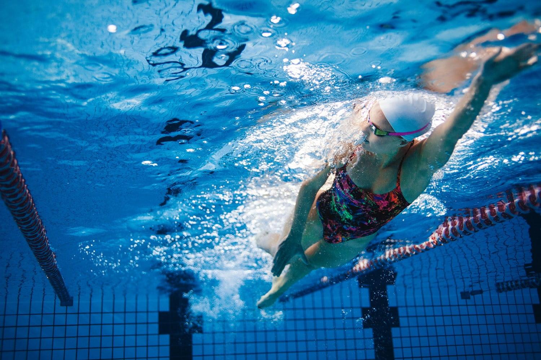 Sportul in apa, benefic pentru pacientii cu gonartroza Înot cu boli articulare